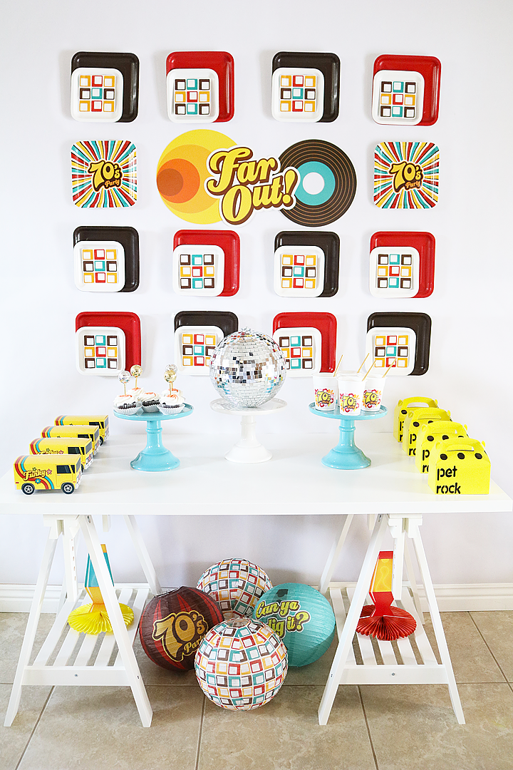 1970s party Table