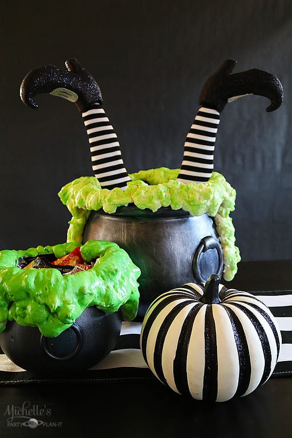 DIY BUBBLING WITCHES CAULDRON