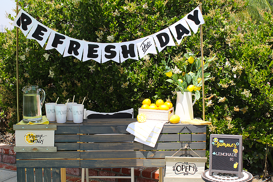 Refresh the day lemonade stand and banner